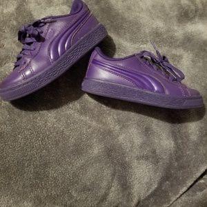 Girls purple pumas